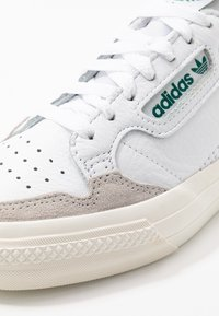 adidas Originals - CONTINENTAL - Tenisky - footwear white/collegiate green - 5