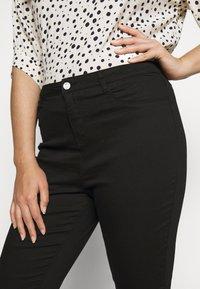 Missguided Plus - LAWLESS SLASH KNEE HIGHWAISTED SUPERSOFT - Jeans Skinny Fit - black - 5