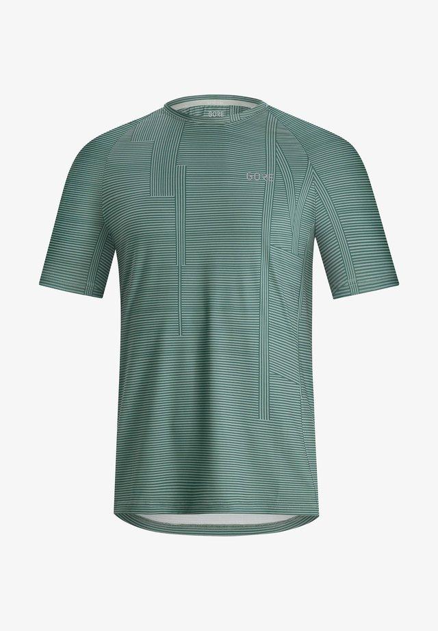 "GORE WEAR HERREN LAUFSHIRT ""BRAND"" - Print T-shirt - petrol (285)"
