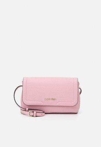 FLAP XBODY - Across body bag - pink