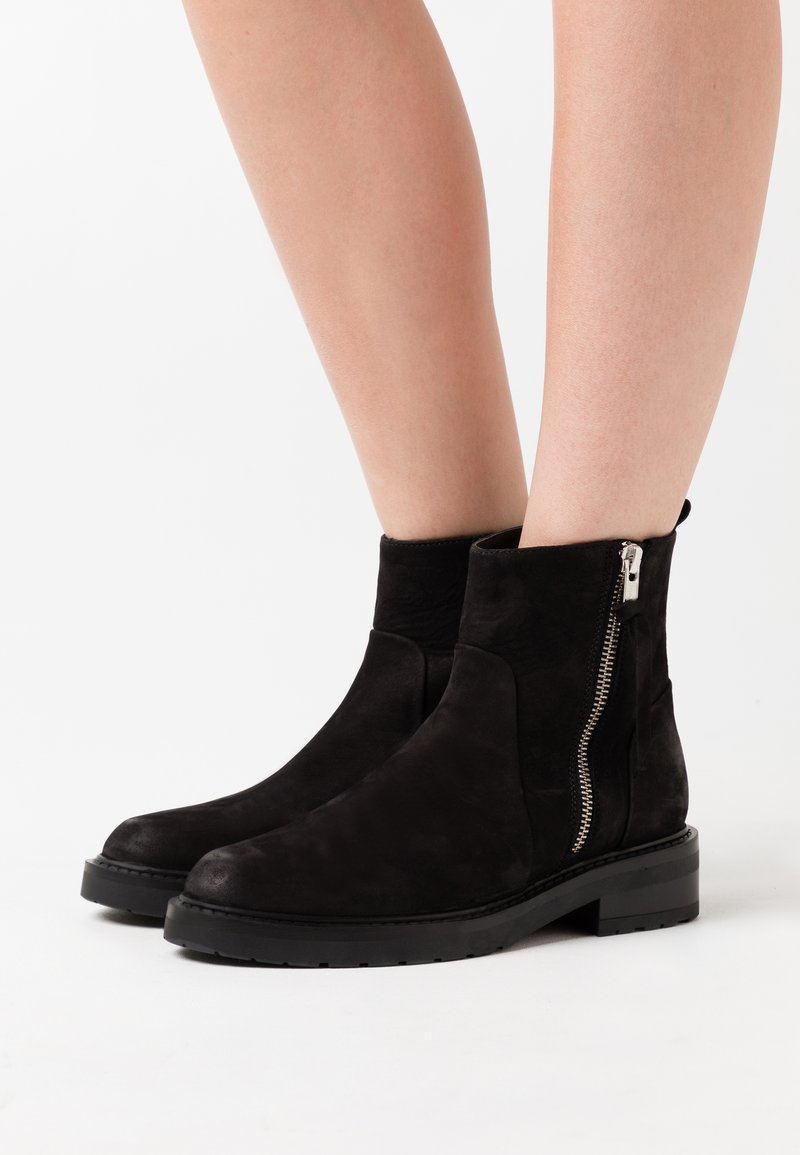 Pavement - HEIDI ECO - Classic ankle boots - black