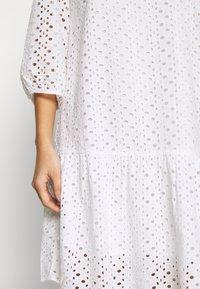 Marc O'Polo DENIM - DRESS BROIDERY ANGLAISE - Freizeitkleid - white - 6