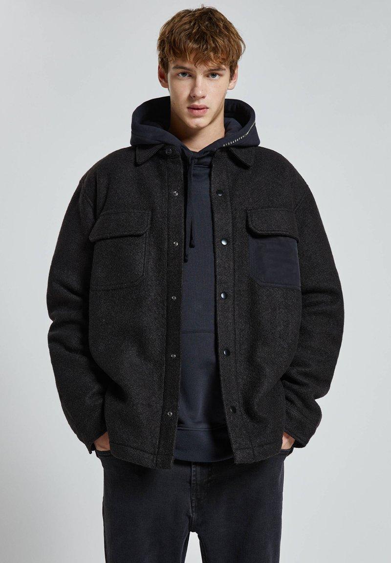 PULL&BEAR - Zimní bunda - black