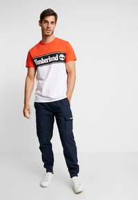 Timberland - CUT & SEW TEE - T-Shirt print - spicy orange - 1