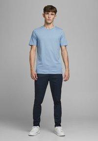 Jack & Jones - Basic T-shirt - faded denim - 1