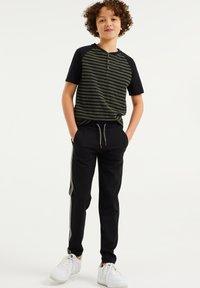 WE Fashion - MET TAPEDETAIL - Tracksuit bottoms - black - 0
