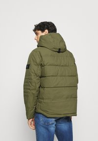 Tommy Hilfiger - REMOVABLE HOODED BOMBER - Winterjacke - green - 2