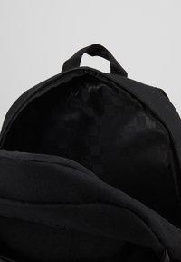 Vans - SKATEPACK BOYS - Tagesrucksack - black - 4