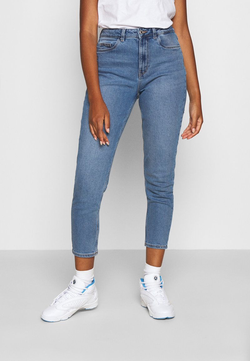 Vero Moda - VMJOANA HR STRCH MOM ANK J VI395 GA - Relaxed fit jeans - light blue denim