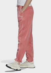 adidas Originals - TRACK PANT - Tracksuit bottoms - hazy rose - 3