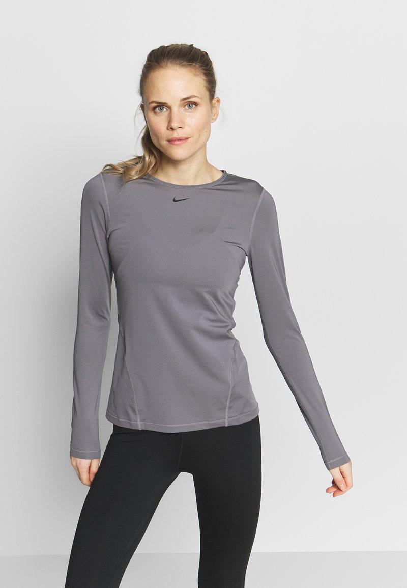 Nike Performance - ALL OVER - Sports shirt - gunsmoke/black
