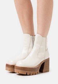Jeffrey Campbell - QUAVO  - Platform ankle boots - ice - 0