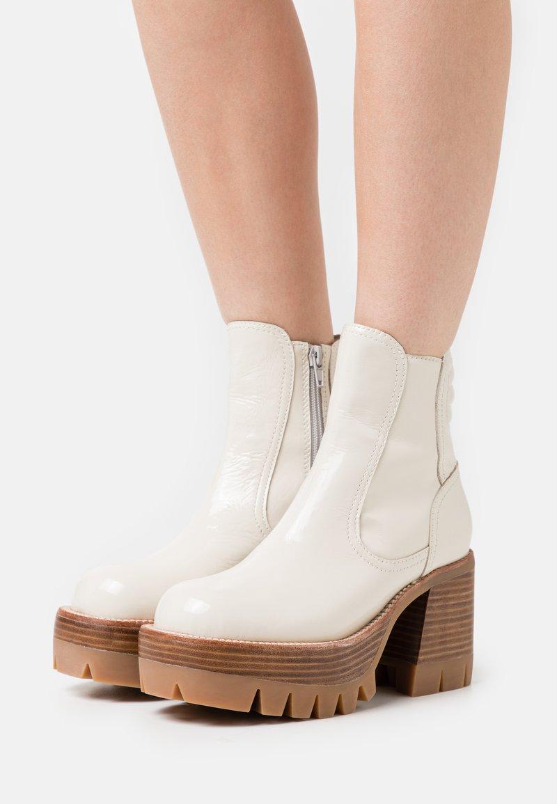Jeffrey Campbell - QUAVO  - Platform ankle boots - ice
