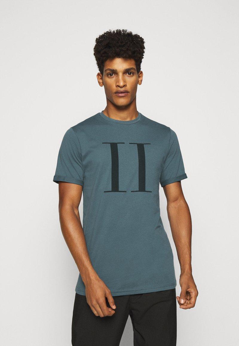 Les Deux - ENCORE  - Print T-shirt - blue fog/anthrazit