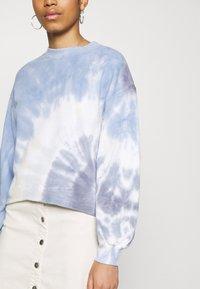 Abercrombie & Fitch - TERRY CUTOFF CREW PATTERN - Sweatshirt - blue - 3