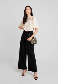 Vero Moda - VMMILLA LOOSE PAPERBAG PANT - Pantalones - black - 2