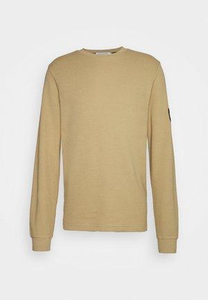 MONOGRAM BADGE WAFFLE - Pullover - beige