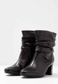 Peter Kaiser Wide Fit - WIDE FIT BAJO - Classic ankle boots - schwarz celia - 4