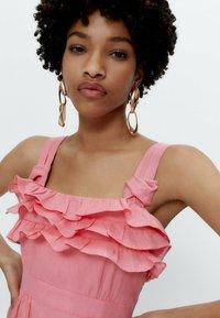 Uterqüe - MIT TUPFEN - Day dress - pink - 4