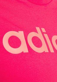adidas Performance - ESSENTIALS SPORTS SLIM SHORT SLEEVE TEE - Camiseta estampada - powerpink/signalpink - 5