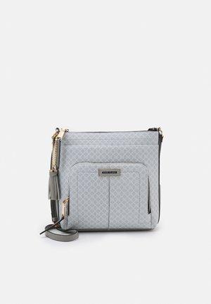 Taška spříčným popruhem - grey