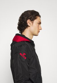 Alpha Industries - HOOD CUSTOM - Bomber Jacket - black/red - 5
