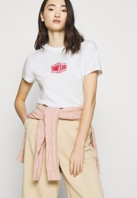 Tommy Jeans - LOGO TEE - Print T-shirt - white - 4