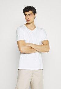 s.Oliver - 2 PACK - Basic T-shirt - white - 1