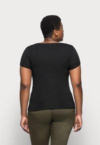 Anna Field Curvy - 3er PACK  - T-shirts - blue/green/black - 3