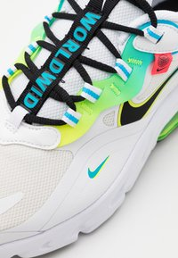 Nike Sportswear - AIR MAX 270 REACT - Sneakers laag - white/black/blue fury/volt/flash crimson - 5