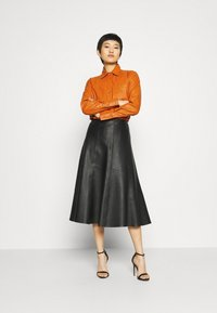 Who What Wear - OVERSIZE  - Blouse - cognac orange - 1
