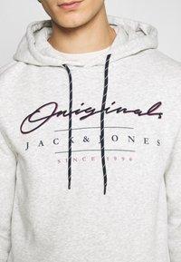 Jack & Jones - JORMARIUSS HOOD/SWEAT  - Sweatshirt - white melange - 5