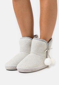 Anna Field - Domácí obuv - light grey/white - 0