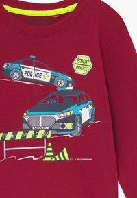 Blue Seven - KIDS FIRE TRUCK POLICE CAR DIGGER 3 PACK  - Langærmede T-shirts - bordeaux/blau/nebel - 4