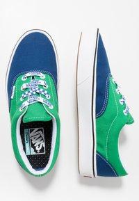 Vans - COMFYCUSH ERA UNISEX - Sneakersy niskie -  true blue/fern green - 1