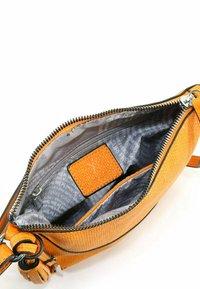 SURI FREY - TILLY - Across body bag - orange - 4