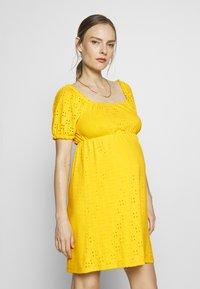 MAMALICIOUS - SHORT DRESS - Sukienka z dżerseju - primrose yellow - 0