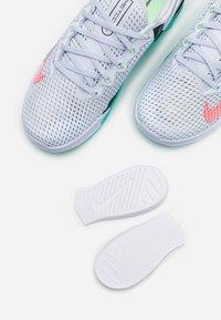 Nike Performance - METCON 6 FLYEASE - Trainings-/Fitnessschuh - football grey/ flash crimson/oracle aqua - 5