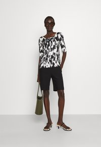 Marc Cain - Print T-shirt - black/white - 1