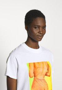 Fiorucci - BUM TEE - Print T-shirt - white - 3
