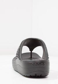 Crocs - SLOANE EMBELLISHED FLIP - Tongs - black - 3
