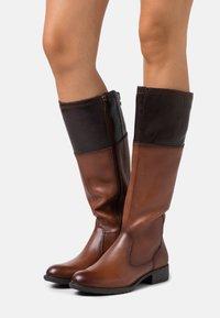 Tamaris - BOOTS - Vysoká obuv - brandy/mocca - 0