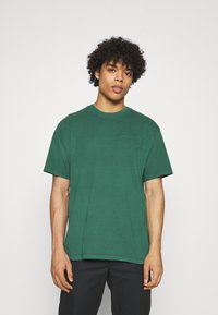 Levi's® - VINTAGE TEE - Basic T-shirt - forest biome - 0