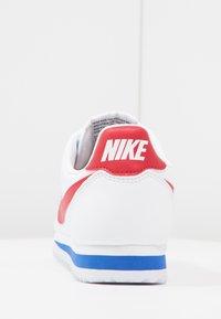 Nike Sportswear - CLASSIC CORTEZ LEATHER - Tenisky - white/varsity red/varsity royal - 3