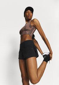 Under Armour - RUSH STAMINA SHORT - Sports shorts - black - 3