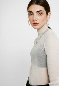 Monki - JAVA - Long sleeved top - white/silver - 3