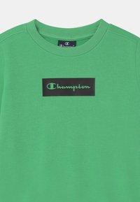 Champion - AMERICAN PASTELS CREWNECK UNISEX - Collegepaita - light green - 2