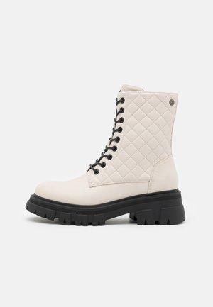 Šněrovací kotníkové boty - ice