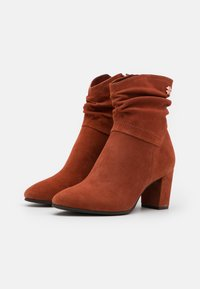 Marco Tozzi by Guido Maria Kretschmer - Classic ankle boots - brick - 2