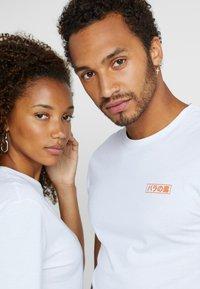 Pier One - UNISEX - T-shirt med print - white - 4